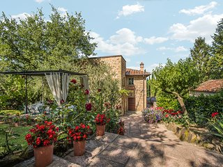 Villa Ripoli, private villa near Arezzo with 5 bedrooms, pool, A/C and Jacuzzi!
