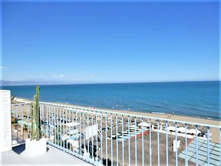 calle2,waterfront,Beach views amazing,wifi,AirCond,TV-SAT,garage,pool,garden
