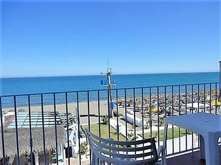 Mar 2,amazing sea views waterfront carihuela beach,wifi,A/C,sat tv, pool,garage,