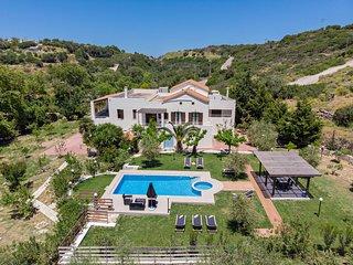 Nostos Villa,50m2 pool, 2km from the beach!