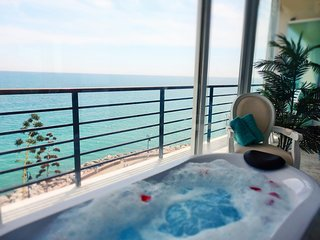 WATERFRONTMALAGA, S6-Wifi,Garage,Pool,Garden,Air-Con,Parking,3D,hot tub spa