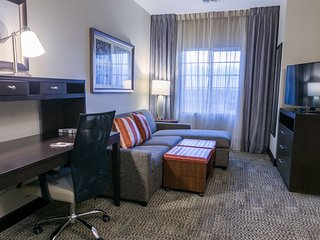Close to University of Texas | Free Breakfast + 24 Hour Business Center