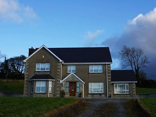 ★ Ellieshill House | Bright, beautiful countryside home 4km from Donegal town ★