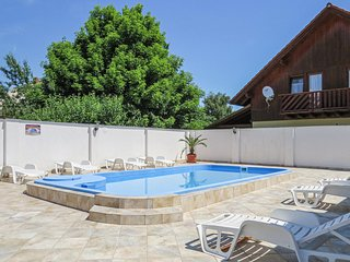 Stunning apartment in Balatonelle w/ Outdoor swimming pool and 2 Bedrooms (UBF90