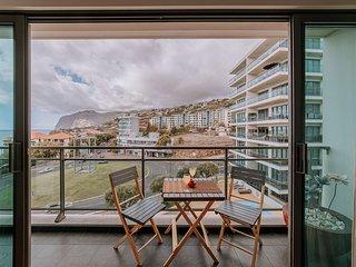 ANJELY - 92m2 Apt Funchal w/ View. Pool. Parking