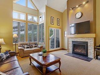 Recently-renovated & very roomy condo w/ a balcony & BBQ