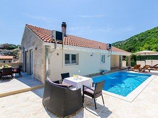 Villa Tranquility Nest Beniva - Three-Bedroom Villa with Swimming Pool