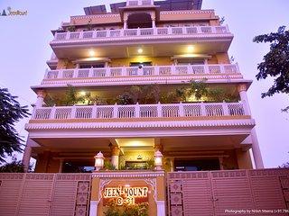 Jeenmount Hotel (3 Star Heritage Looking Rental)