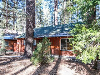 Berghuette Cabin ~ Ultra Relaxing Snow Summit Resort Chalet w/ Private Hot Tub~