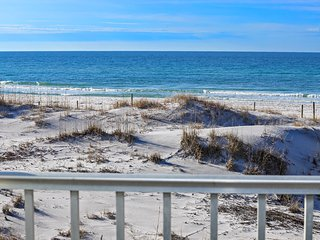 Just One More Day - Couples Getaway with King Bed and Beach Chair Service