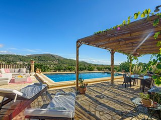 3 bedroom Villa with Air Con, WiFi and Walk to Beach & Shops - 5820229