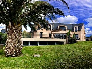Villa 5*: piscine, spa, vue mer et plage à pieds en bretagne