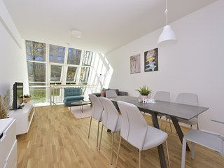 New Large Duplex Innsbruck City Loft, Garden View
