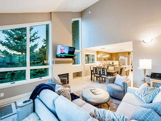 Flexible Cancellation, Professionally Cleaned, Stunning Luxury Home w 3 Master S