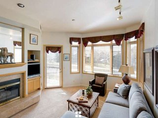 Ski Season Sale! Walk to Mtn/Shuttle, Hot Tub, Pool, Gym, 2 Master Suites, Eleva