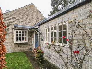 WATERSIDE COTTAGE, family friendly, country holiday cottage, with a garden in