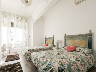 7 rooms/7 bathrooms over Gran Via street