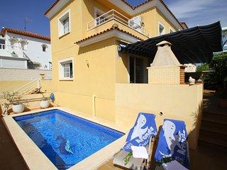 TINA villa adosada con piscina privada