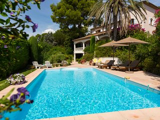 06.205 - Pool villa in Mougins