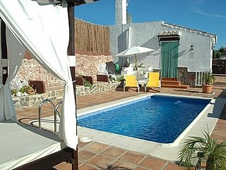 Nerja Villa Sleeps 2 with Pool and Air Con - 5000466