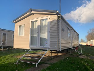 Brilliant 8 berth caravan at Seawick park ref 27117