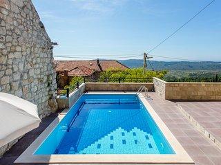 Mihanici Villa Sleeps 4 with Pool and WiFi - 5684378