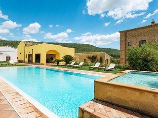 San Michele di Ganzaria Villa Sleeps 9 with Pool Air Con and WiFi - 5820646