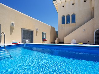 6 bedroom Villa with Air Con, WiFi and Walk to Beach & Shops - 5820648