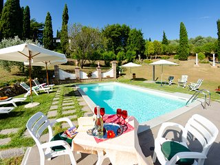 Santa Lucia Villa Sleeps 8 with Pool Air Con and WiFi - 5820651