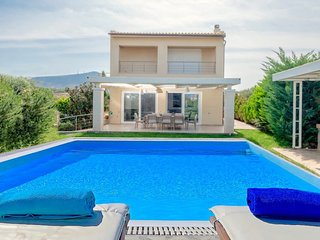 4 bedroom Villa with Air Con, WiFi and Walk to Beach & Shops - 5820657