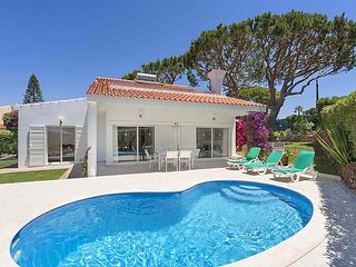 3 bedroom Villa with Pool, Air Con and WiFi - 5480238