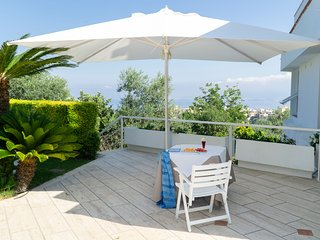Seiano Villa Sleeps 8 with Pool and Air Con - 5696096