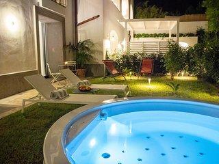 Suite Plumbago - Brand New Suite in luxury condo