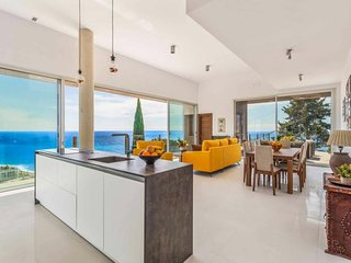 PROBABLY ONE OF THE MOST EXCLUSIVE VILLAS IN NERJA WITH SPECTACULAR SEAVIEWS