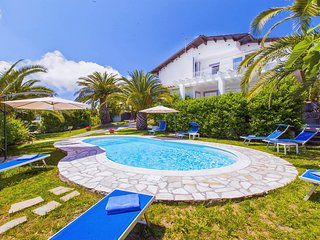 Torca Villa Sleeps 21 with Pool Air Con and WiFi - 5248251