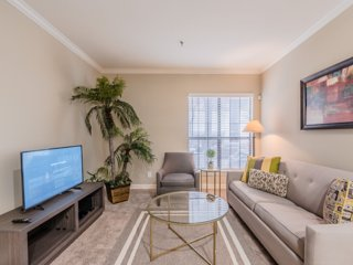 Regal Stays|1 Bedroom|1 Queen Bed & 1 Sofa Bed|Walk Score 95/100|Uptown Dallas