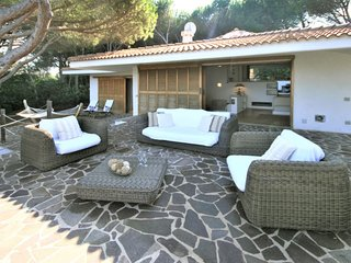 3 bedroom Villa with WiFi and Walk to Beach & Shops - 5486636