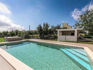 2 bedroom Villa with Pool, Air Con and WiFi - 5487310