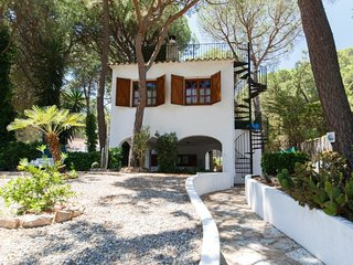 1 bedroom Villa with Pool, WiFi and Walk to Beach & Shops - 5061772