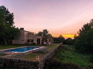 Arta Villa Sleeps 6 with Pool Air Con and WiFi - 5629495