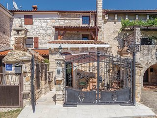Beautiful home in Porec w/ WiFi and 2 Bedrooms (CIE924)