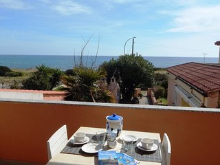 2 bedroom Apartment with Air Con and Walk to Beach & Shops - 5818327