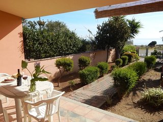 2 bedroom Villa with Air Con and Walk to Beach & Shops - 5818328