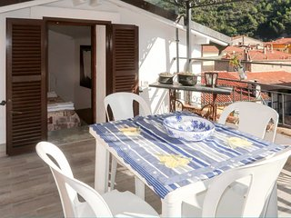 Dolceacqua Holiday Home Sleeps 10 with Free WiFi
