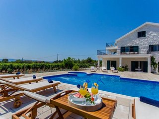 6 bedroom Villa with Pool, Air Con and WiFi - 5818817