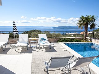 Makarska Villa Sleeps 8 with Pool and Air Con
