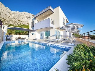 3 bedroom Villa with Pool, Air Con and WiFi - 5819208
