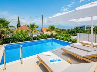 3 bedroom Villa with Pool, Air Con and WiFi - 5819212