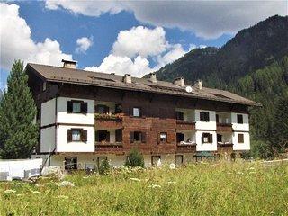 Alba-Penia Apartment Sleeps 6 with Free WiFi - 5819720