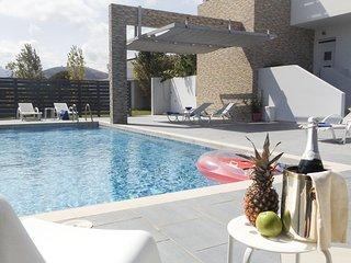 Tigkaki Villa Sleeps 8 with Pool and Air Con - 5819832